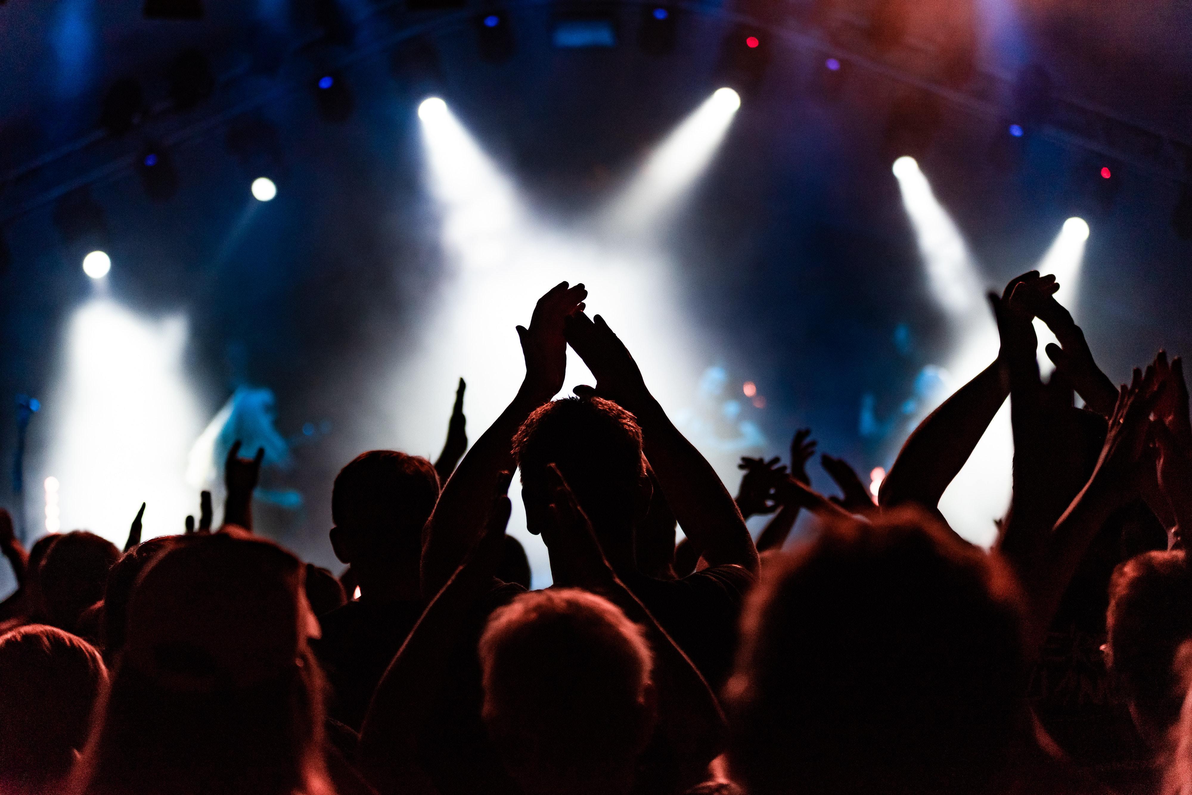 The Okanagan S Official Concert Cruiser Cheers Okanagan Tours